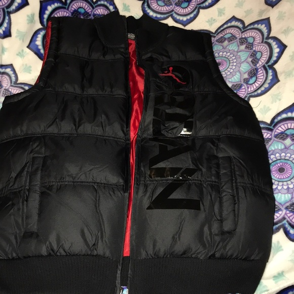 da4460f8c6222b NWT Boys Black and Red puffer vest